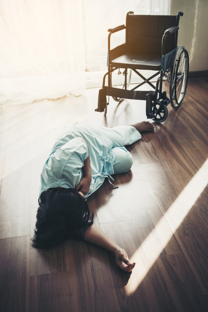 Female patient falls from a wheelchair on the floor and knocked unconscious